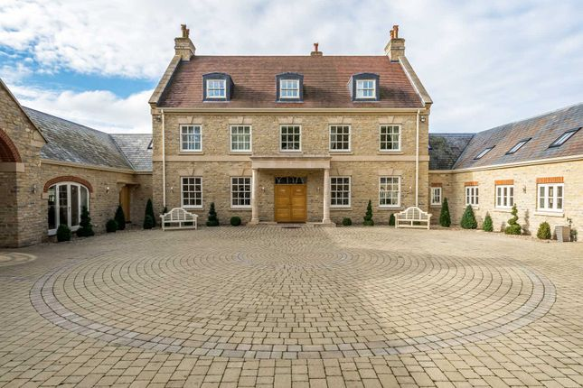 9 bed country house for sale in Gayhurst, Newport Pagnell