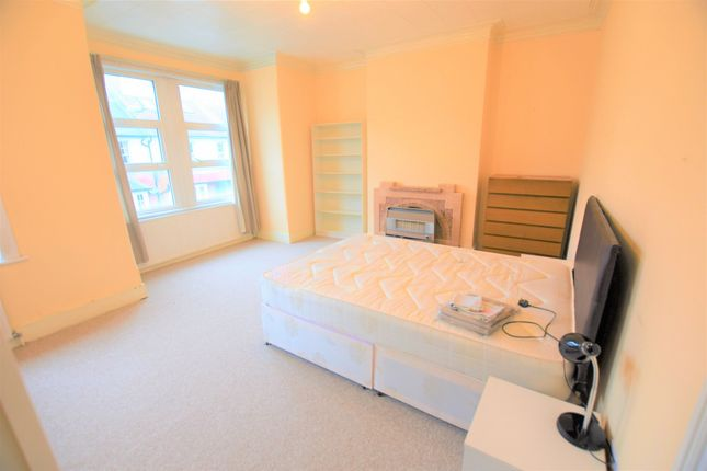 4 bed terraced house to rent in Isis Street, Earlsfield
