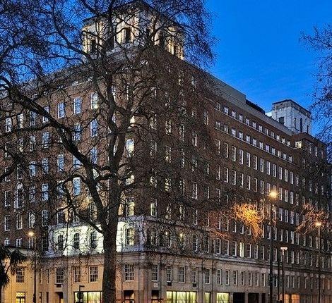Thumbnail Flat to rent in Park Lane, London