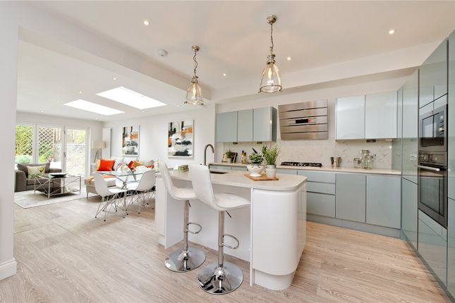 3 bed flat for sale in Marylands Road, London