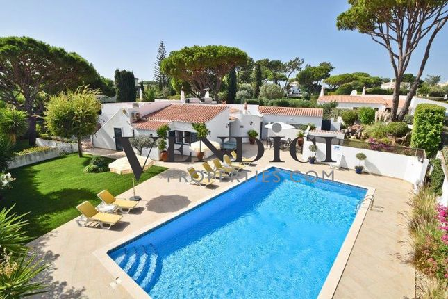 4 bed villa for sale in Vale Do Lobo, This Property Comprises Of An Entrance Hall, A Fully Fitted Kitc, Portugal