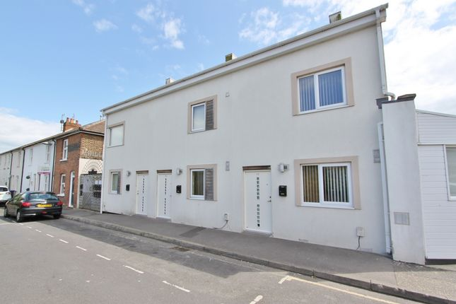 Thumbnail Town house to rent in Station Road, Worthing