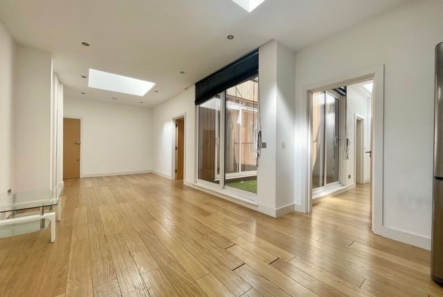 Thumbnail Flat to rent in 154 Holloway Road, London