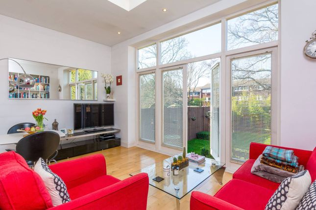 Flat for sale in Mount Park Road, Ealing, London