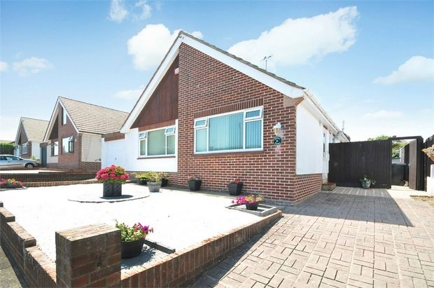 Thumbnail Detached bungalow for sale in Queens Avenue, Broadstairs