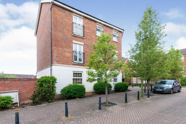 Thumbnail Flat to rent in Whernside Drive, Stevenage