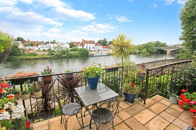 Thumbnail Town house for sale in Colnebridge Close, Staines-Upon-Thames, Surrey