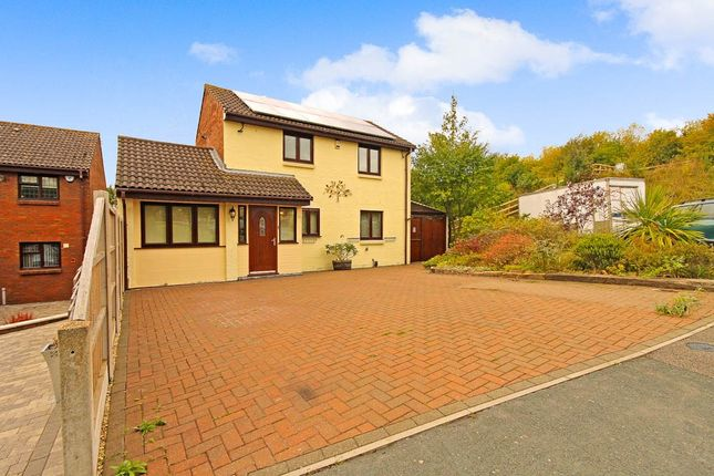 Thumbnail Detached house for sale in Paynters Mead, Basildon