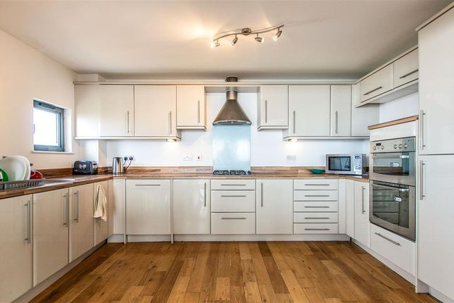 2 bed flat to rent in St Margarets Court, Maritime Quarter, Swansea SA1