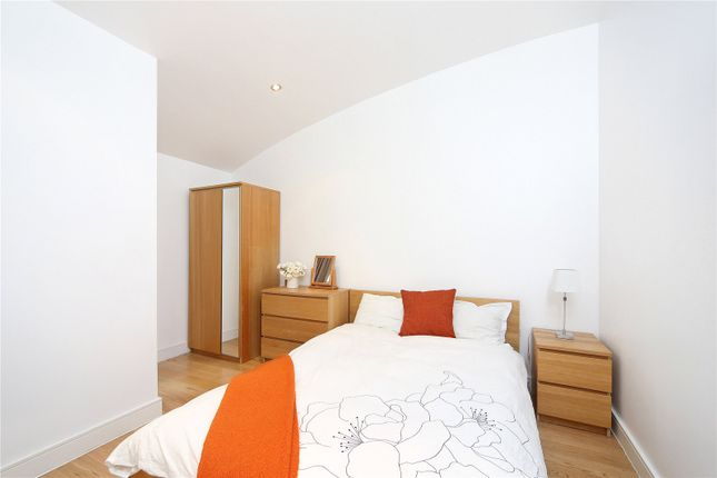 Bedroom of Gerards Place, London SW4