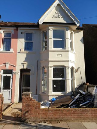 Thumbnail Flat to rent in Saxon Road, Southall