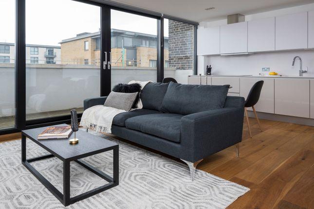 Thumbnail Flat to rent in Gifford Street, London