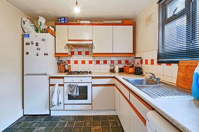Thumbnail Flat to rent in St Michaels Terrace, London