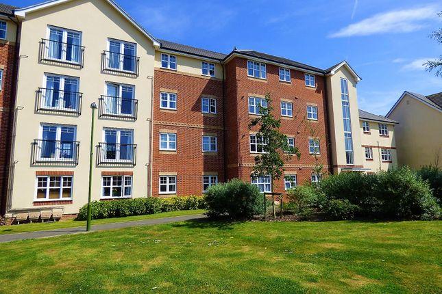 Thumbnail Flat to rent in Butts Mead, Wick, Littlehampton