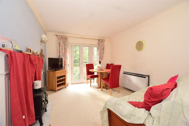 Thumbnail Flat for sale in Egypt Esplanade, Cowes, Isle Of Wight