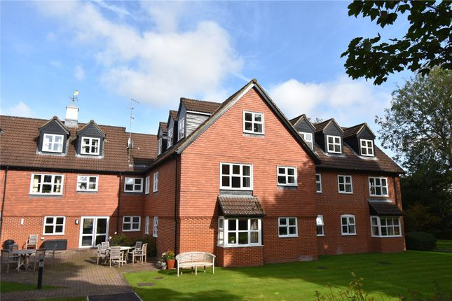 2 bed flat for sale in Castle Court, River Park, Marlborough, Wiltshire SN8
