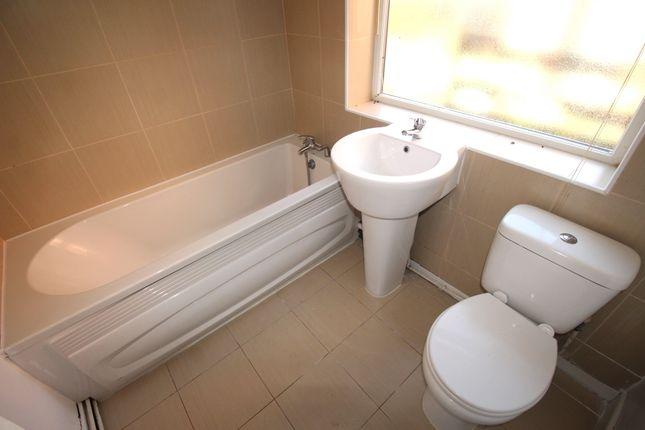 Bathroom of Wade Street, Sheffield S4