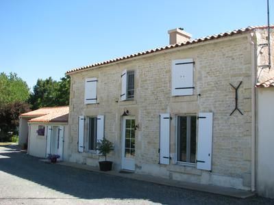 Property for sale in Le-Poire-Sur-Velluire, Vendée, France