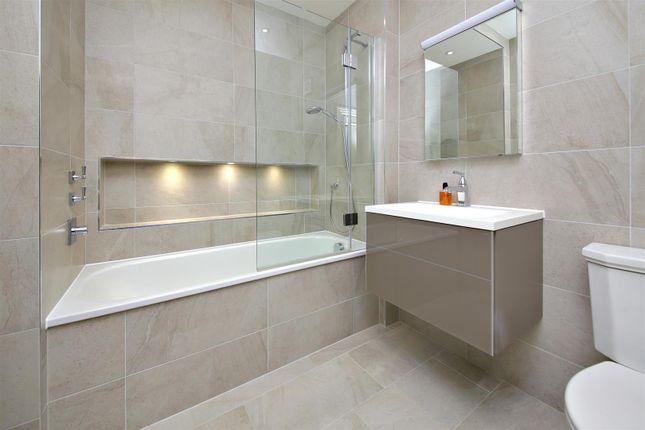 En-Suite of Newlands Avenue, Radlett WD7