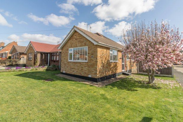 2 bed bungalow to rent in Sairard Gardens, Leigh-On-Sea SS9
