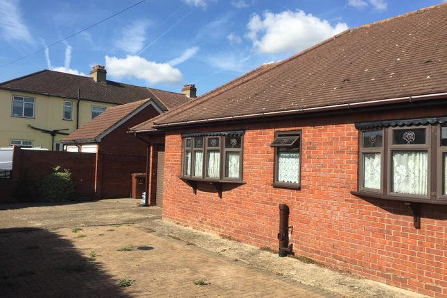 Thumbnail Bungalow to rent in Manor Close, Aveley, South Ockendon, Thurrock