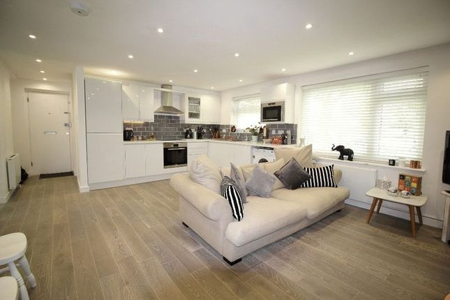 Thumbnail Flat to rent in Banstead Road, Caterham