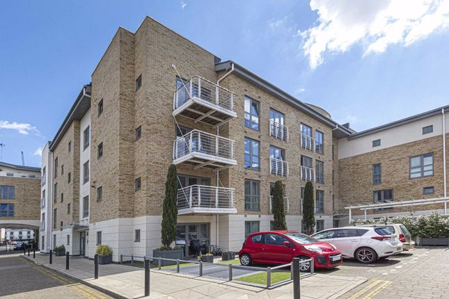 Thumbnail Flat to rent in Tallow Road, Brentford