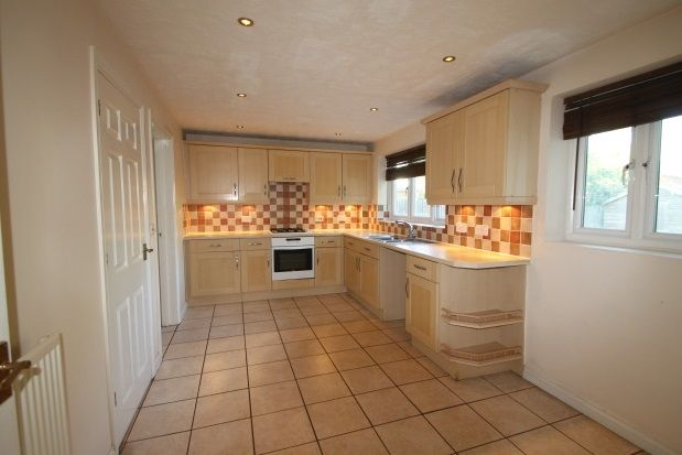 Thumbnail Property to rent in Holywell Close, Farnborough, Orpington