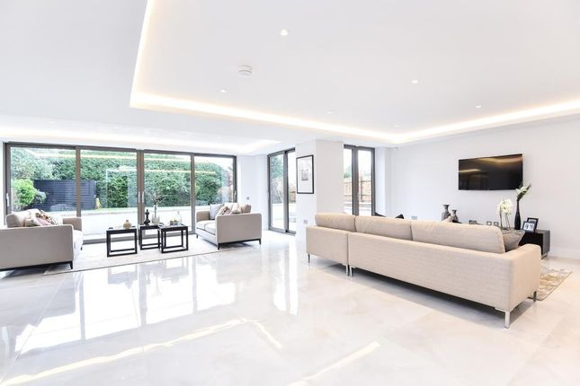 Thumbnail Flat for sale in Dollis Avenue, Finchley N3,