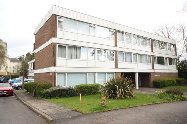 Flat to rent in Ravenswood Court, Woking