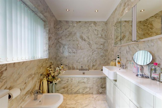Master Ensuite of De Mauley Road, Canford Cliffs, Poole BH13