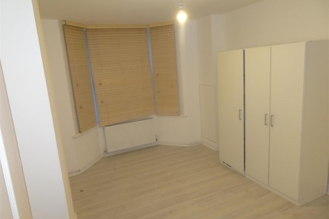 Thumbnail Property to rent in Mead Road, Edgware