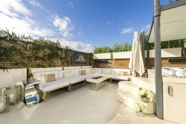 Thumbnail Mews house for sale in Stanhope Mews East, London