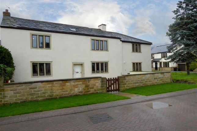 Thumbnail Cottage for sale in Holme Farm Court, New Farnley, Leeds, West Yorkshire