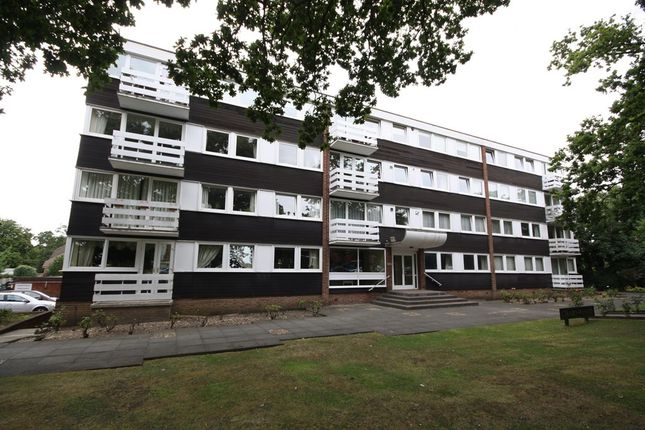 2 bed flat for sale in High Road, Buckhurst Hill