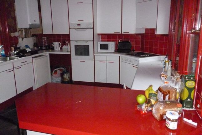 Terraced house to rent in St Johns Terrace, Hyde Park, Leeds
