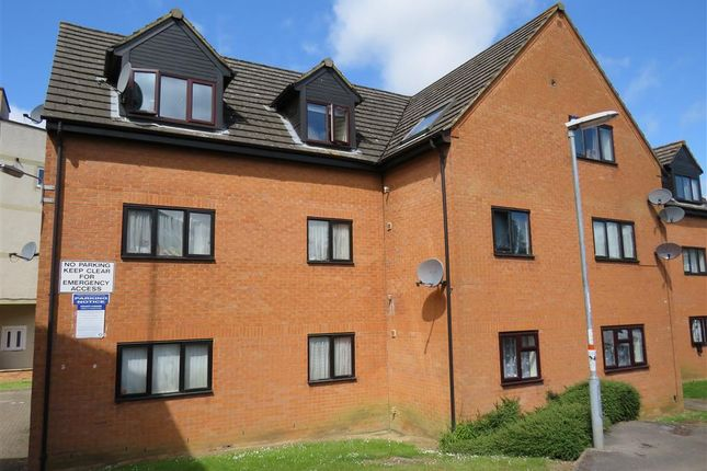Thumbnail Flat for sale in Highgrove Court, Rushden