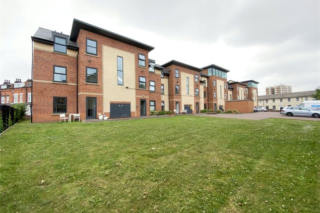 Flat for sale in Athlone Grove, Leeds