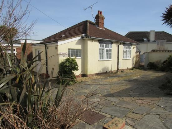 Thumbnail Bungalow to rent in Cambridge Road, Lee-On-The-Solent, Hampshire