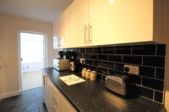 Thumbnail Shared accommodation to rent in Dudley Road, Intake, Doncaster