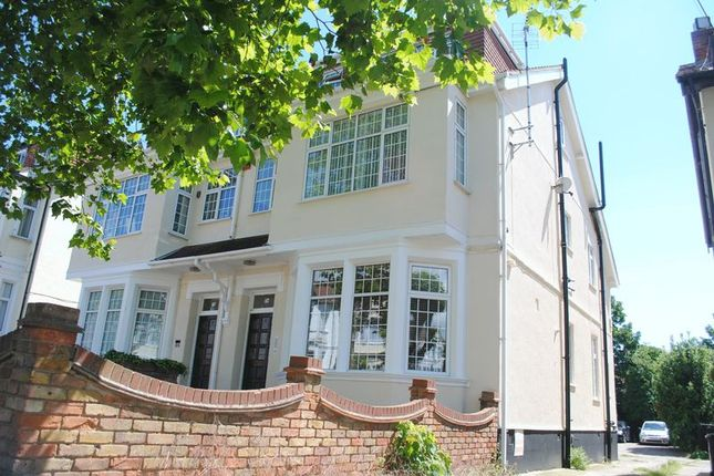 Thumbnail Flat to rent in Manor Road, Westcliff-On-Sea