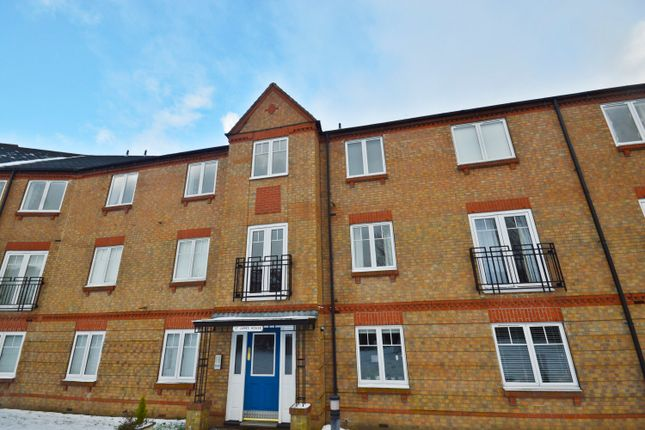 2 bed flat to rent in Wash Beck Close, Scarborough YO12
