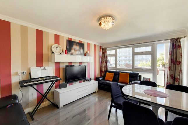 3 bed flat for sale in Rupert Gardens, Brixton, London SW9