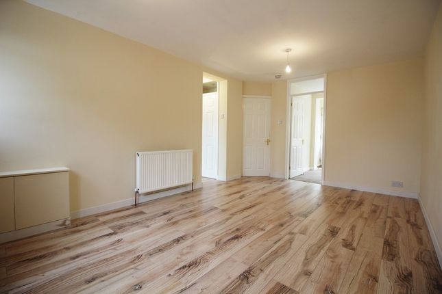 2 bed flat to rent in Gordon Place, Reading, Berkshire