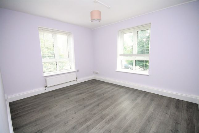 4 bed flat to rent in Wentwood House, Upper Clapton Road, Clapton