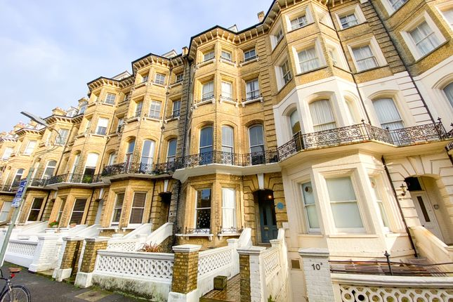 2 bed flat for sale in First Avenue, Hove BN3