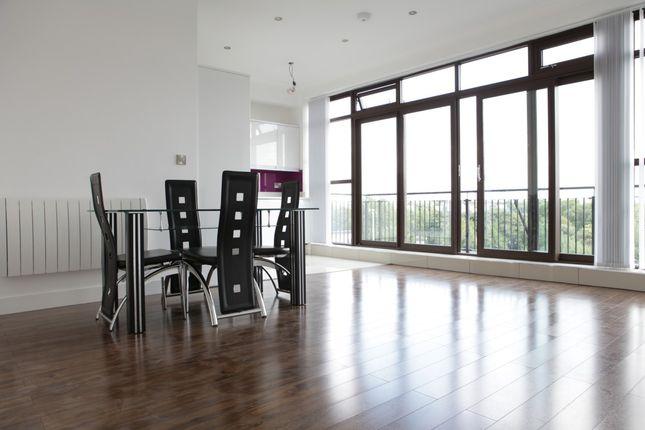 2 bed flat to rent in Copperfield Road, Mile End, London E3