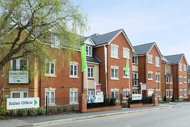 2 bedroom flat for sale in Churchfield Road, Walton-On-Thames