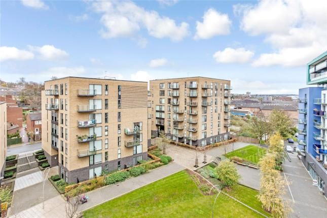 Thumbnail Flat to rent in Elverson Road, London