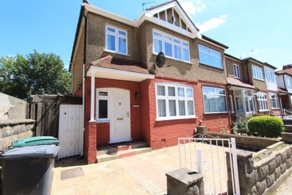 4 bed semi-detached house to rent in Vincent Road, Wood Green, London